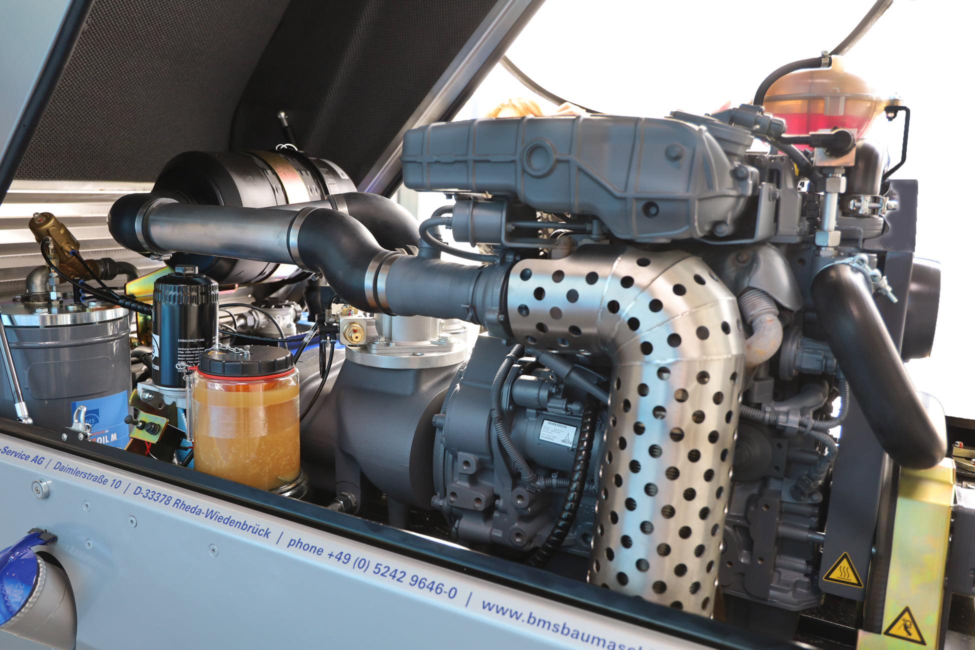 Aufgeräumter Motorraum