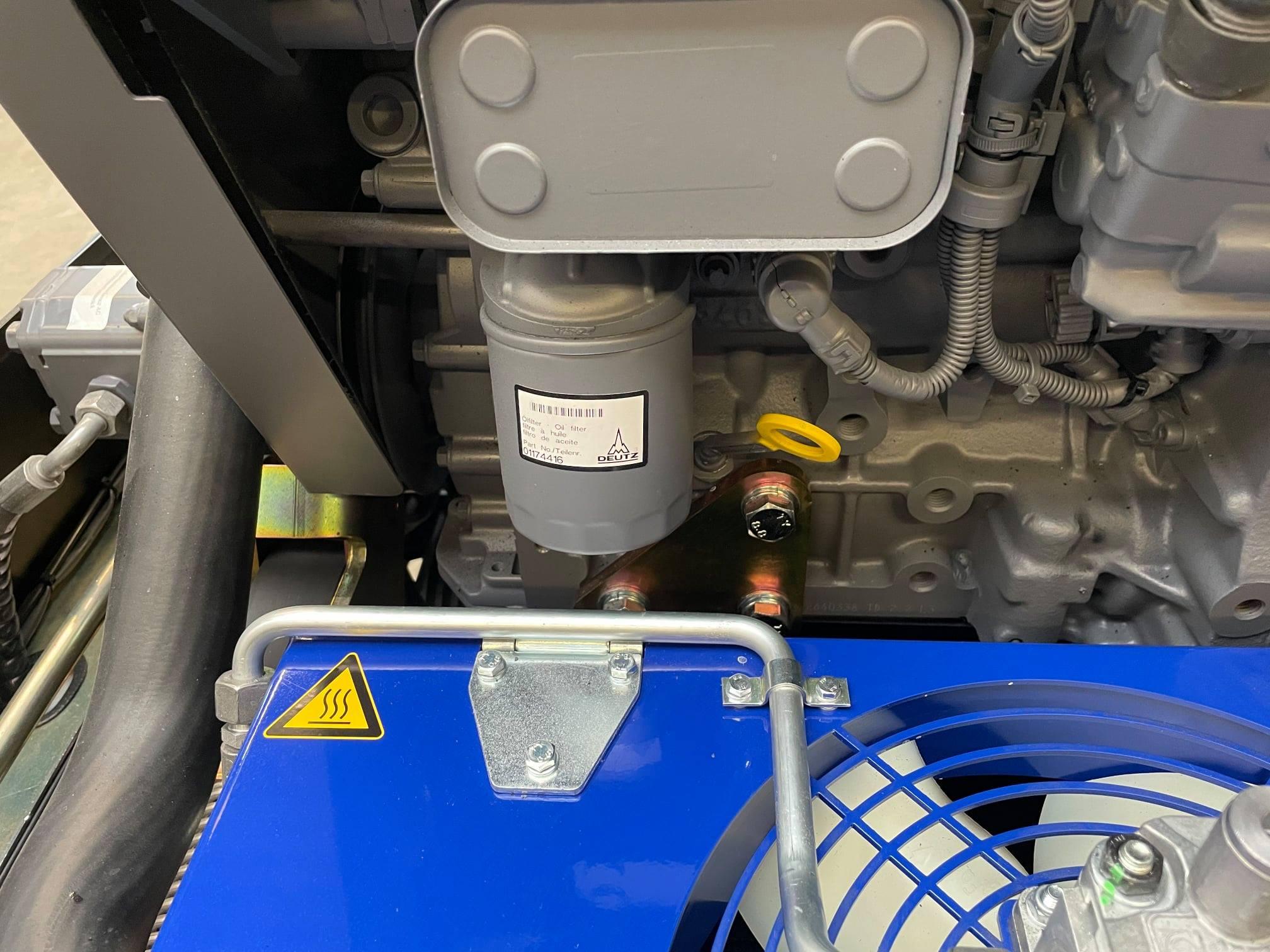 Motorölfilter und Ölpeilstab